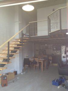 balustrada metalica cu cabluri otel si mana curenta lemn